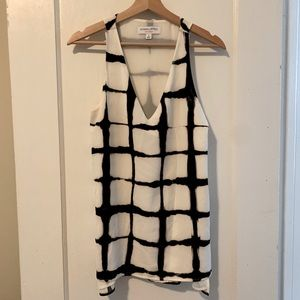 blck and white sleeveless vneck size small